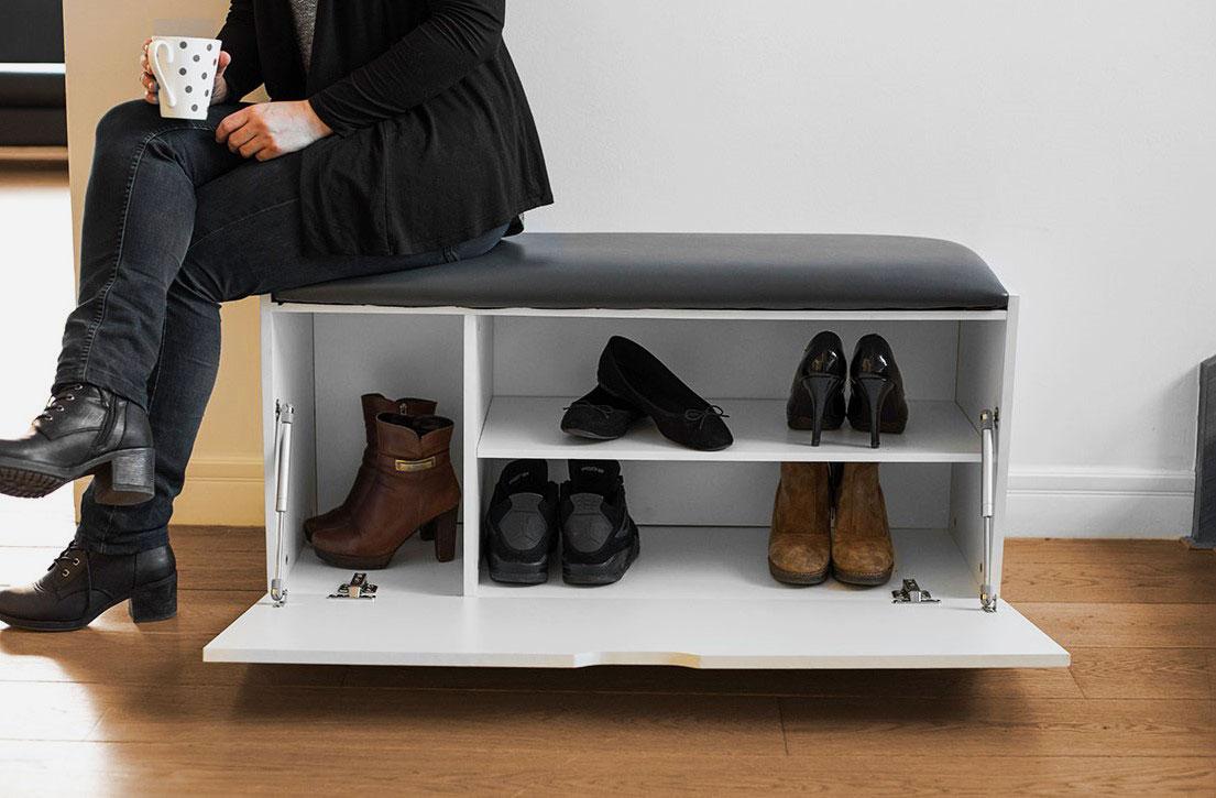 Закрытая обувница со скамьей в прихожую