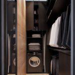 черная машинка в прихожей в шкафу
