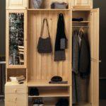 Деревянный шкаф с секциями