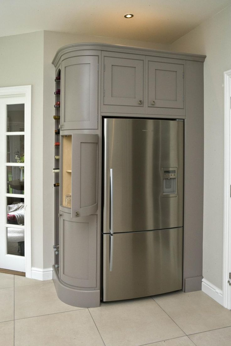 холодильник на ровной поверхносте