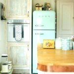 хорошо встроенный холодильник в интерьер