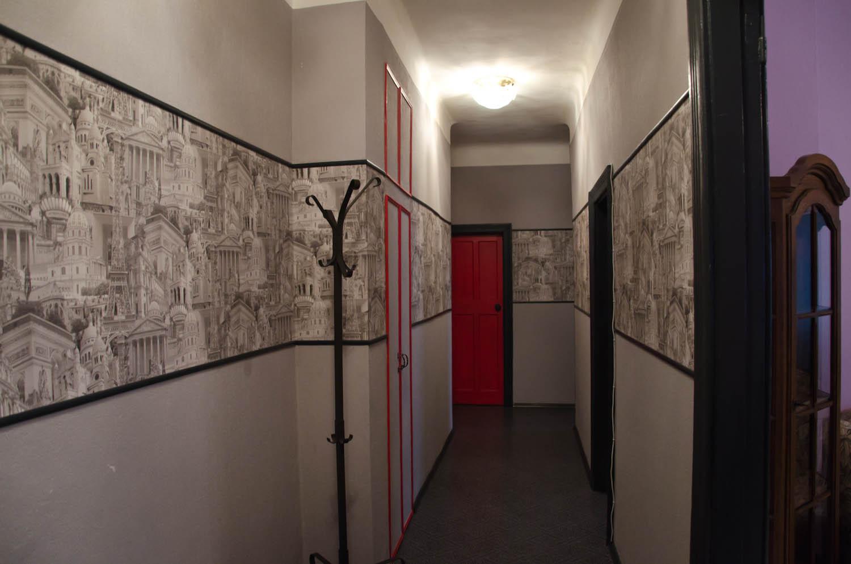 комбинированные обои в узком коридоре