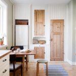 кухня с добавлением натурального дерева