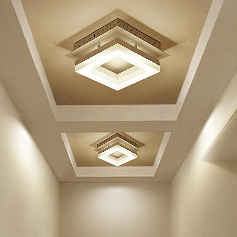 квадратная люстра на подвесном потолке
