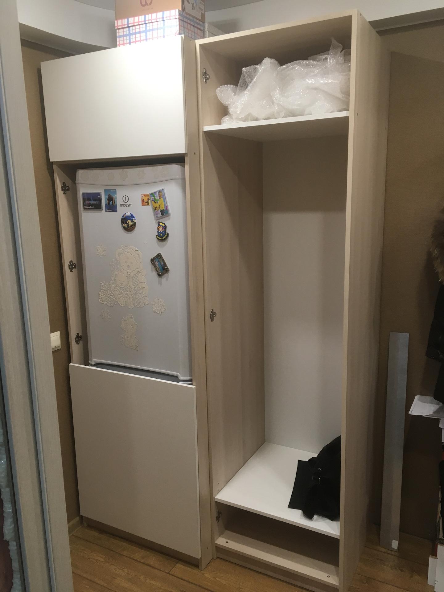 мини холодильник в прихожей