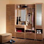 многофункциональный деревянный шкаф с зеркалом в прихожую