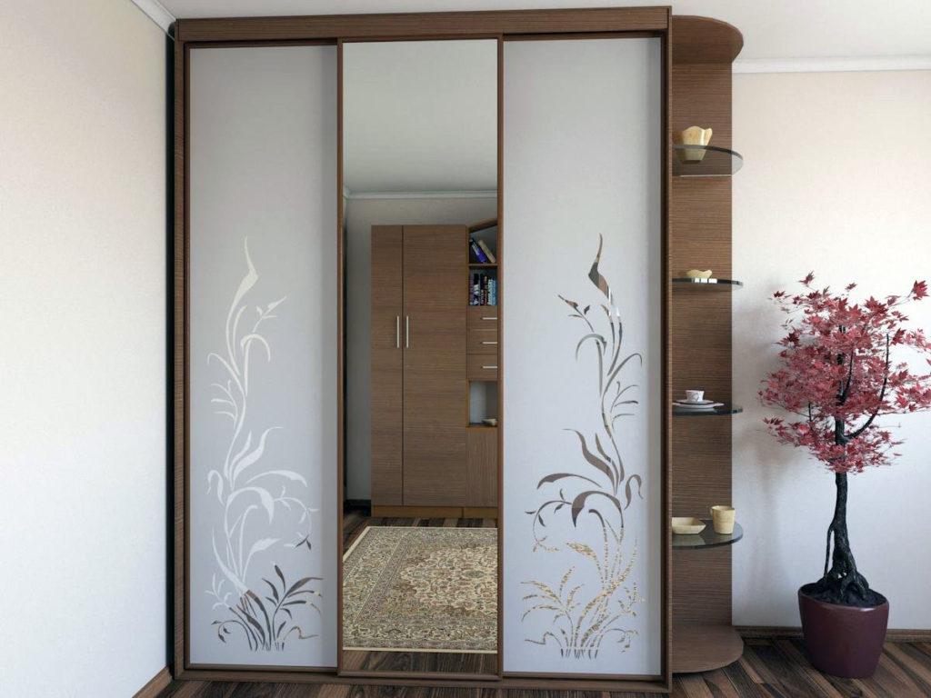 матовая поверхность двери