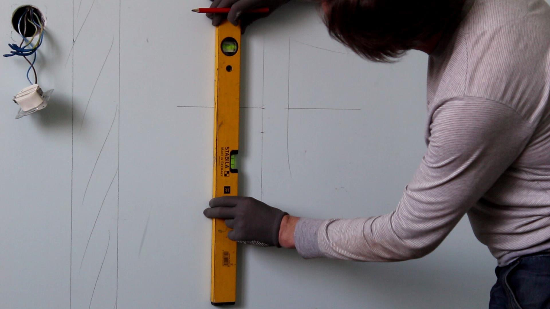 Фото проверки ровности стен