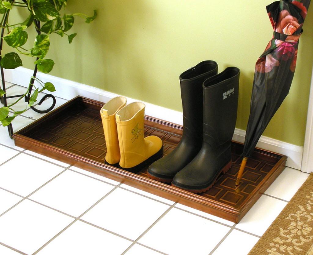 Резиновый поддон для обуви в прихожей