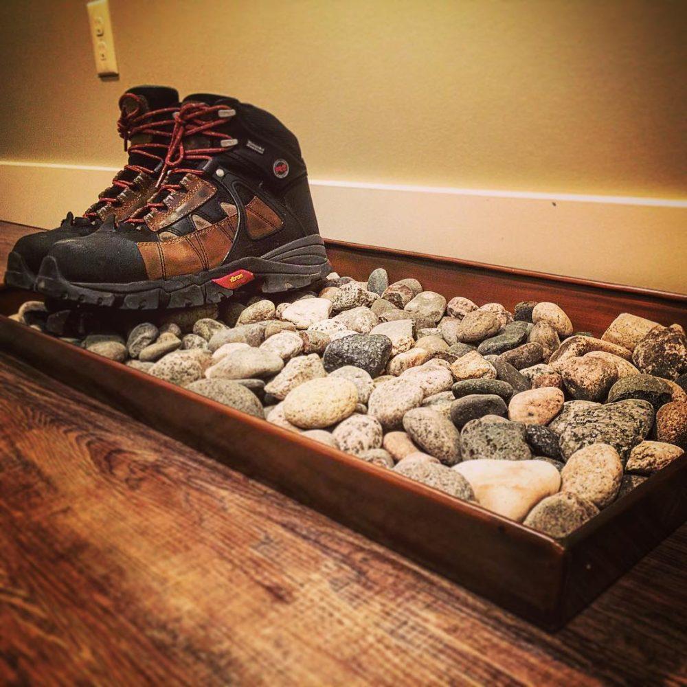 Резиновый поддон с использованием камней для обуви