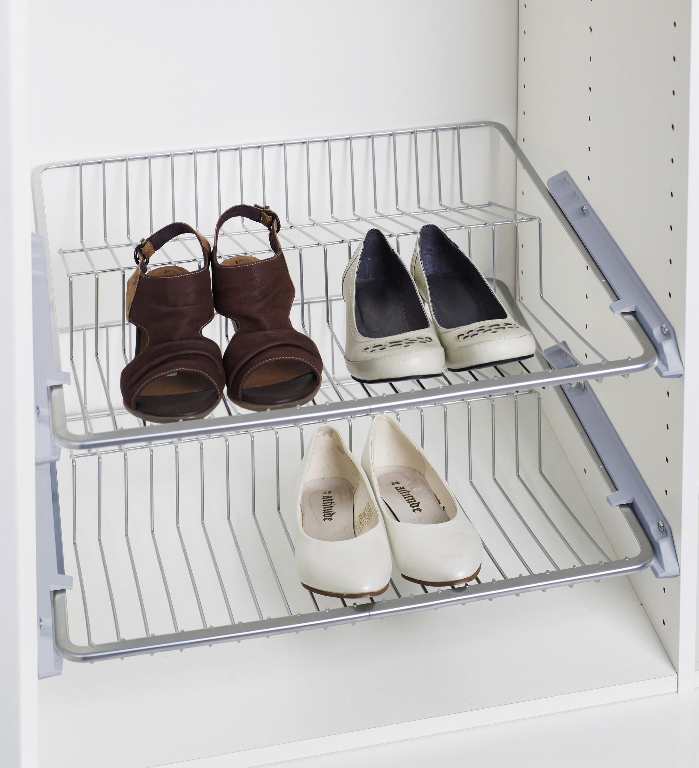Фото сетки под обувь в шкафу прихожей