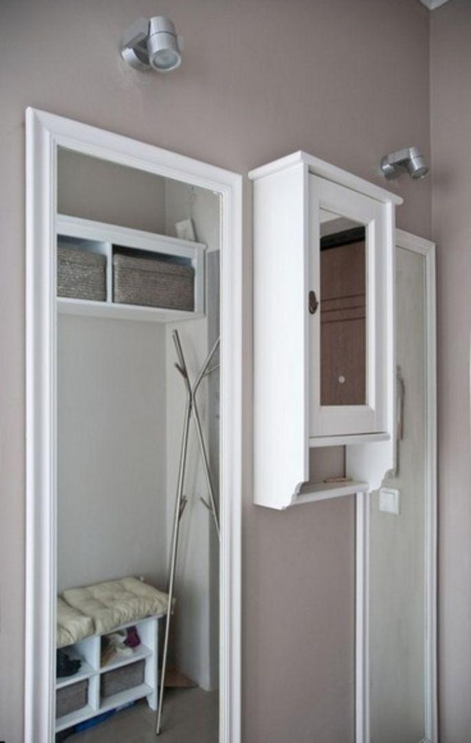 Щиток в шкафчике с зеркалом