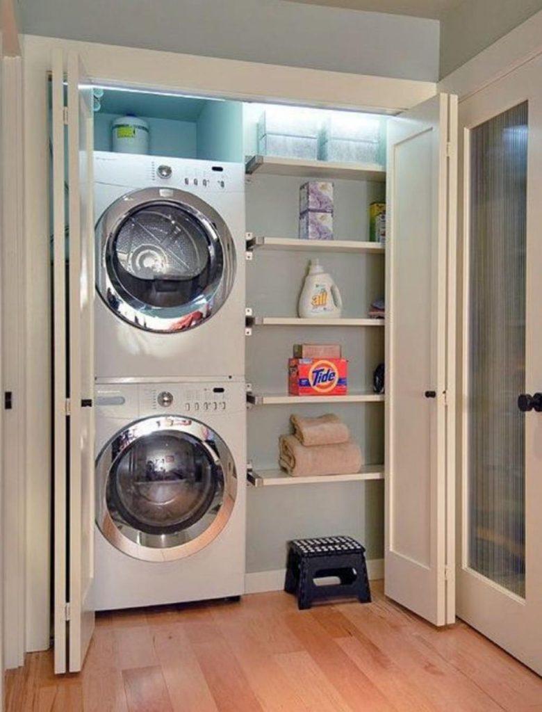 стиральная машинка в прямом шкафу