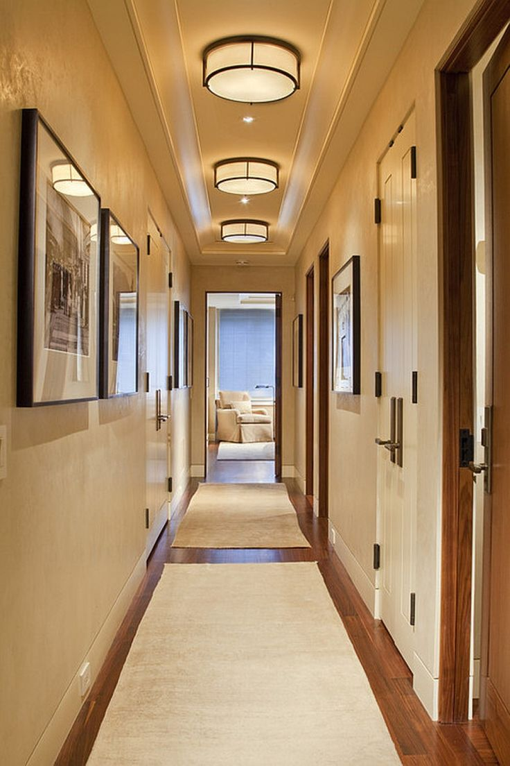 Круглые светильники в узком коридоре