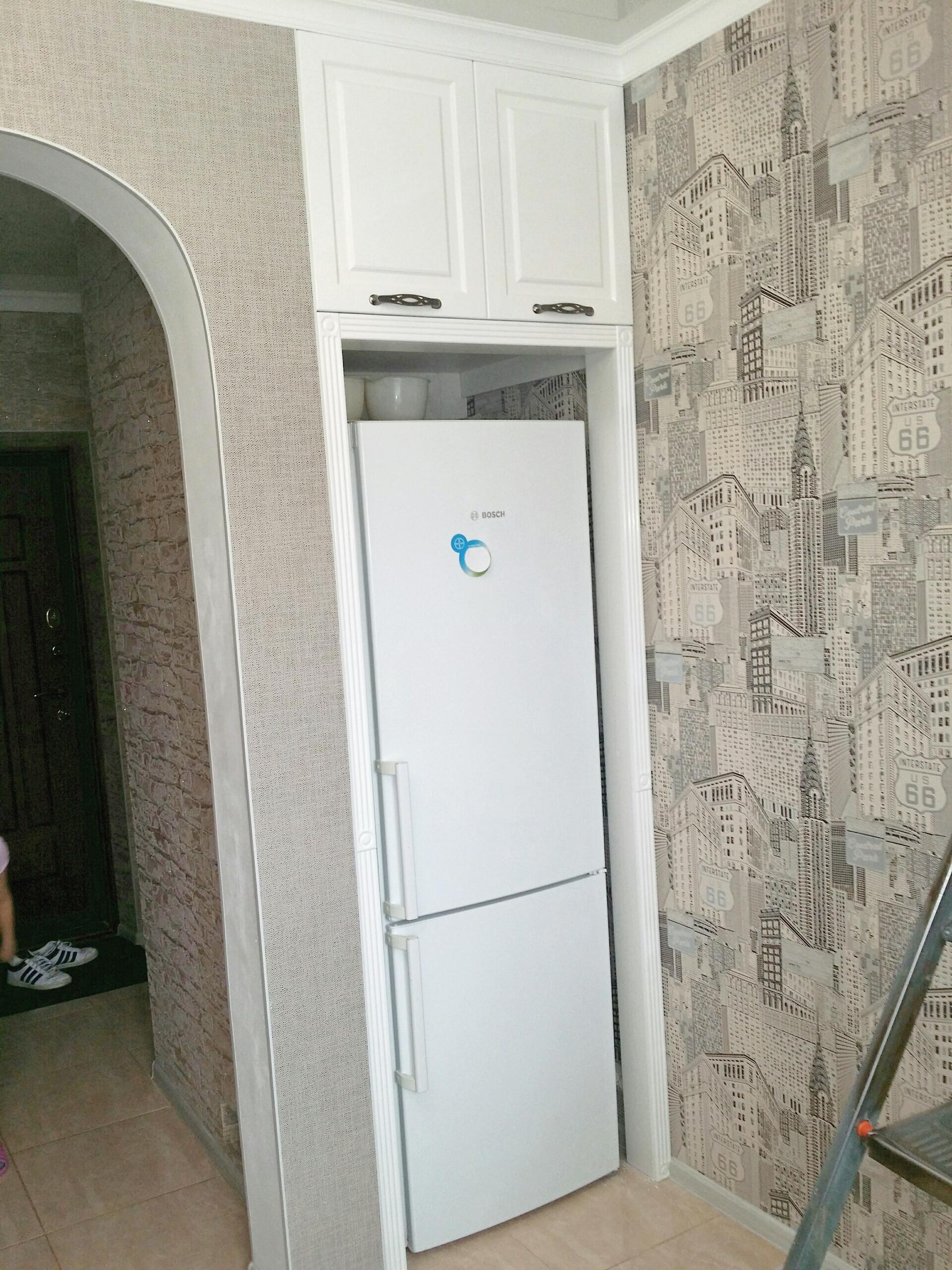 для меня как спрятать холодильник в прихожей фото совершенно напрасно