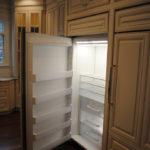 встроенный холодильник в классическом стиле