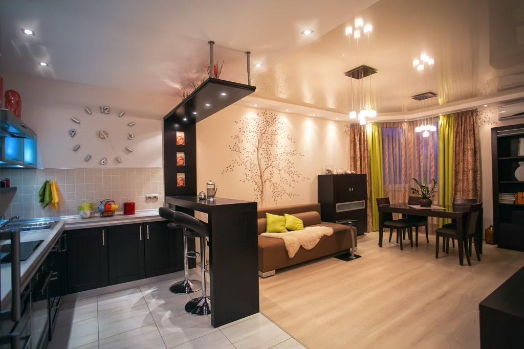 зонирование кухни и гостиной с помощью натяжного потолка