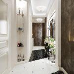 коридор с декоративной плиткой