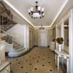 прихожая-холл с плиткой на полу