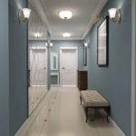 классическая прихожая с синими стенами