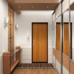 интерьер коридора со встроенным шкафом