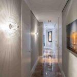 освещение в коридоре с гранитным полом