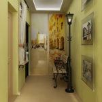 коридор с яркими обоями