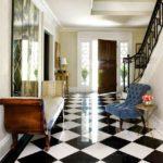 шахматная плитка в коридоре
