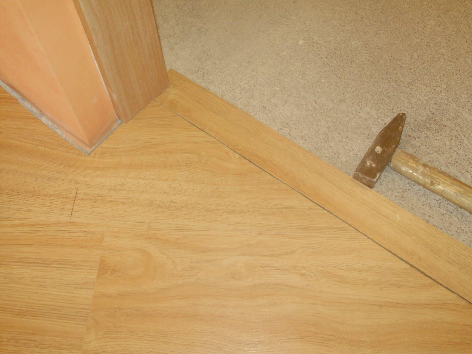 деревянный порожек между ванной и коридором